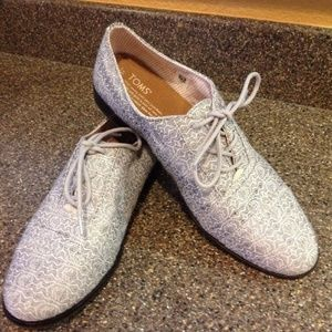TOMS Gray White Print Oxford Women's Lace Up Shoes